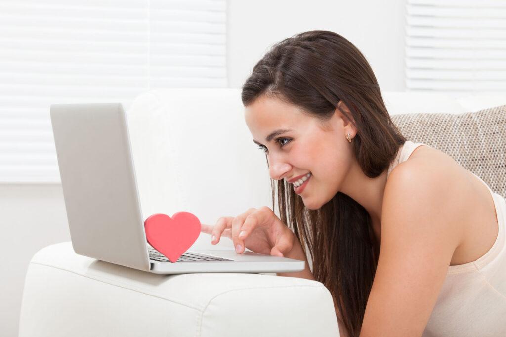 Сайты знакомств с девушками