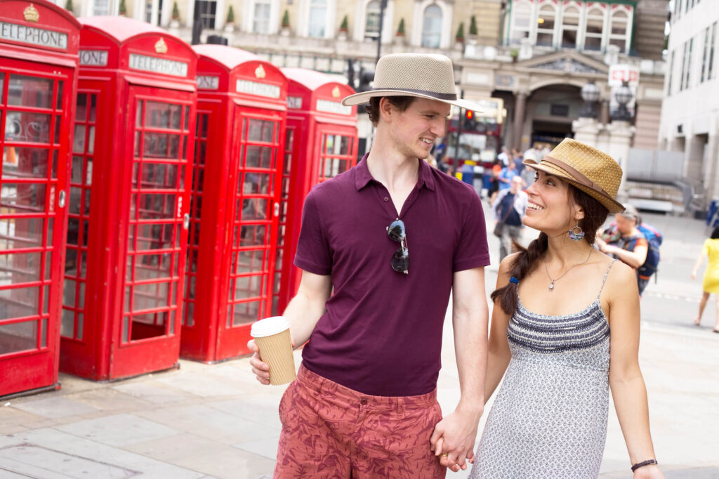 пара на свидании в Лондоне